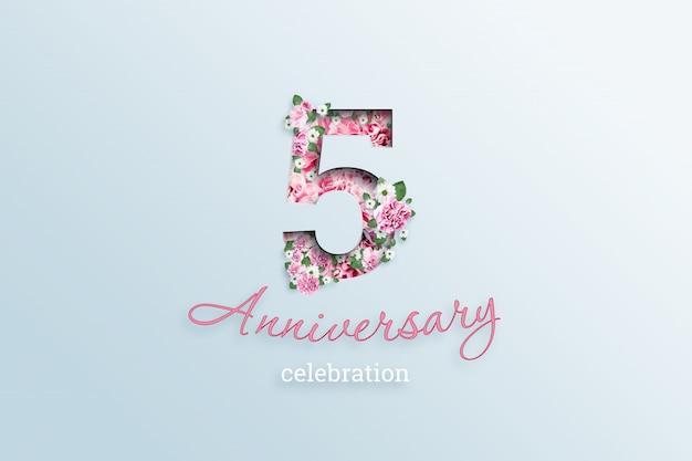 L'inscription 5 fleurs de numéro et fête d'anniversaire textis, sur une lumière