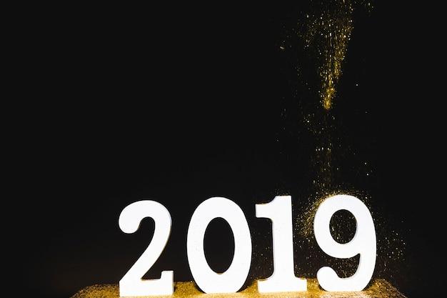 Inscription blanche 2019 avec paillettes en chute