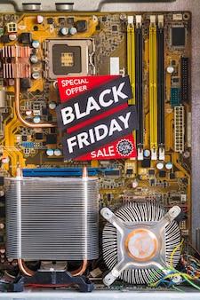 Inscription du vendredi noir dans un boîtier d'ordinateur