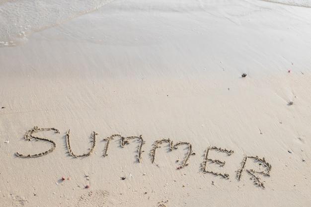 Inscription d'été sur le sable