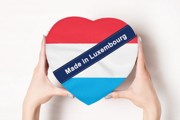 Inscription faite au luxembourg, le drapeau du luxembourg.