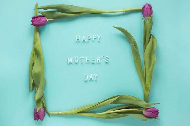 Inscription heureuse fête des mères dans le cadre de tulipes