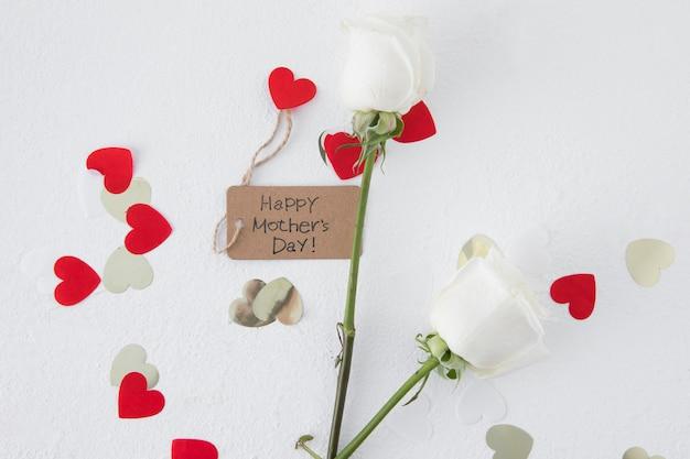 Inscription heureuse fête des mères avec des roses et des coeurs
