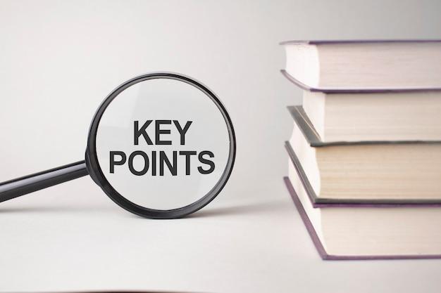 L'inscription key points est écrite et les livres