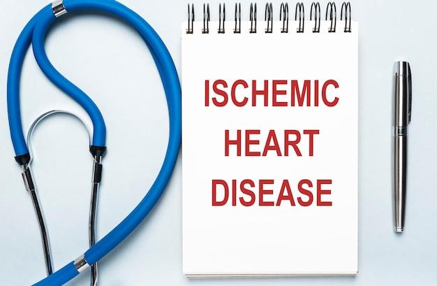 Inscription de maladie cardiaque ischémique. maladie coronarienne. concept médical