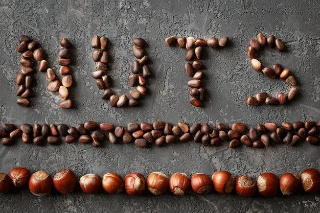 Inscription noix, de différentes noix.