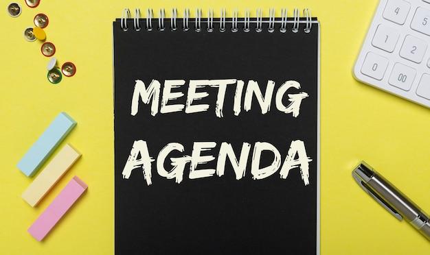 Inscription à l'ordre du jour de la réunion. horaire des rendez-vous d'affaires, des événements et des bureaux