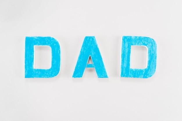 Inscription de papa sur la table blanche