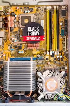 Inscription de super vente black friday dans un boîtier d'ordinateur