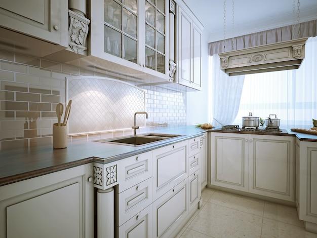 Inspiration pour une cuisine à manger traditionnelle en forme de l avec un évier encastré, des armoires à panneaux encastrés, des armoires blanc neige, des comptoirs en granit, un dosseret de carreaux de pierre et des électroménagers en acier inoxydable