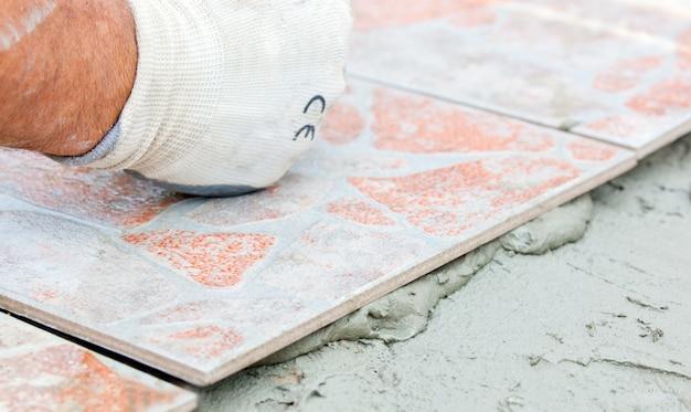 Installation de carreaux de sol