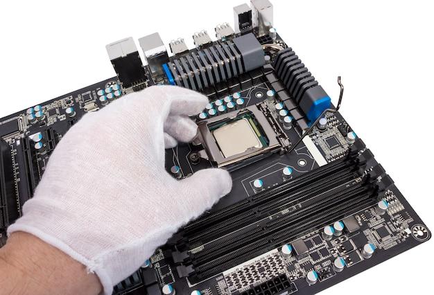 Installation d'un processeur moderne dans un socket cpu sur la carte mère