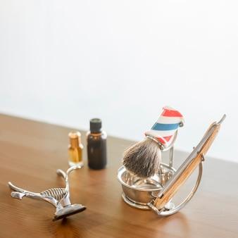 Instruments de coiffeurs sur le bureau