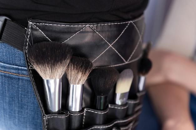Instruments de maquilleur professionnel dans un sac de taille