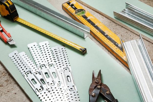 Instruments Pour Construire Des Murs En Plaques De Plâtre Photo Premium