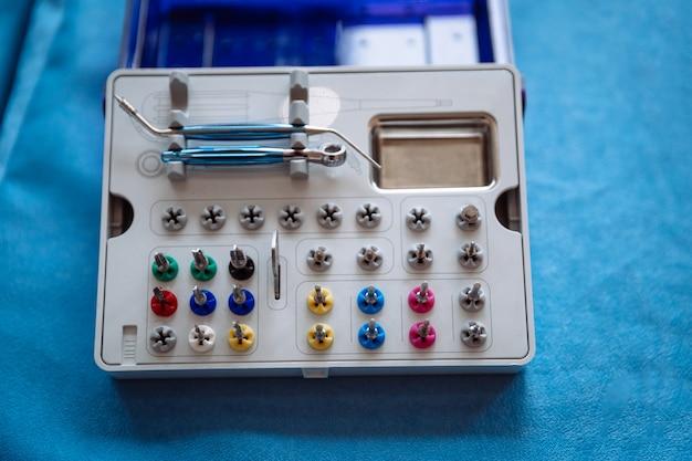 Instruments professionnels pour la stomatologie et la chirurgie maxillo-faciale