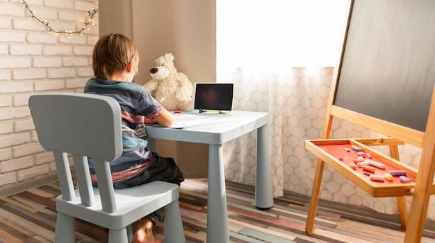 Interactions scolaires en ligne à long terme