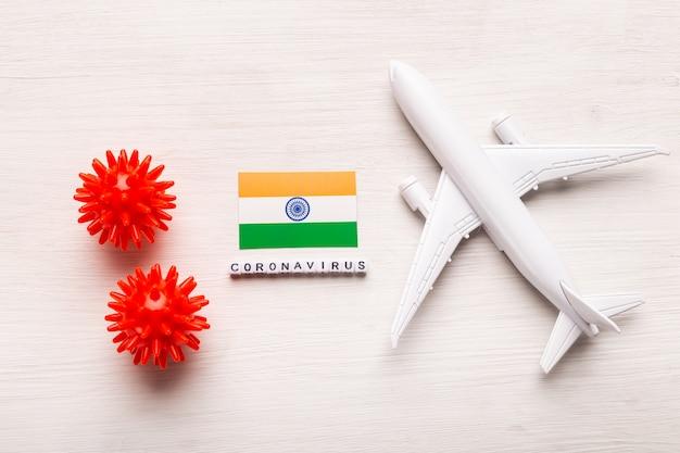 Interdiction de vol et fermeture des frontières pour les touristes et les voyageurs atteints de coronavirus covid-19. avion et drapeau de l'inde sur fond blanc. pandémie de coronavirus.
