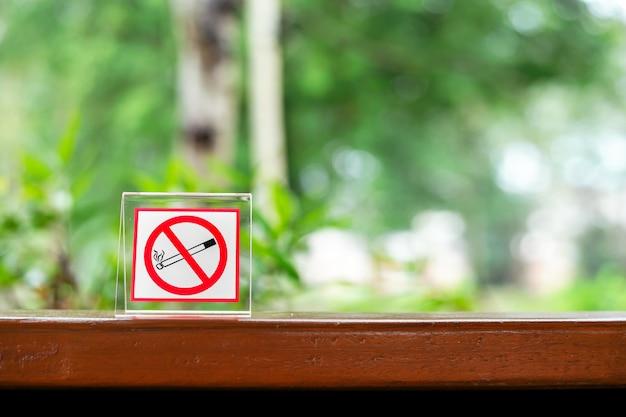 Interdit de fumer dans le café