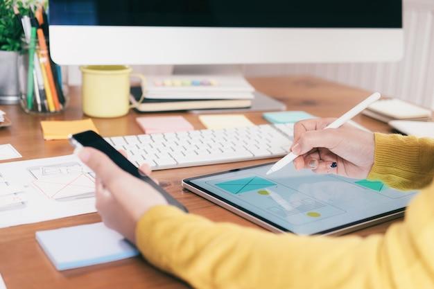 Interface utilisateur et concept technologique de l'expérience utilisateur.
