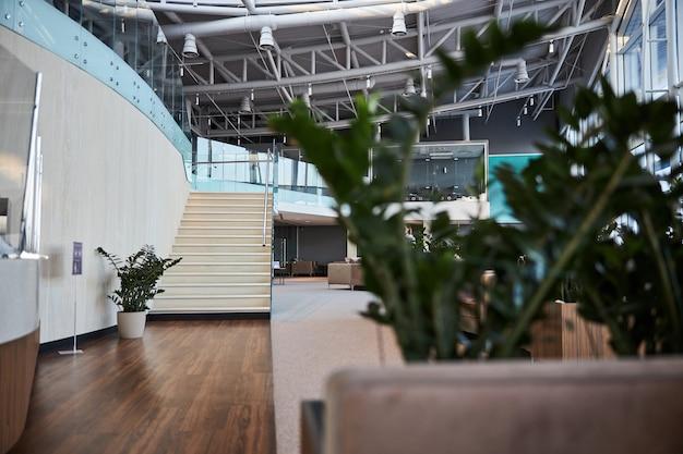 Intérieur de l'aéroport moderne sans personnes dedans