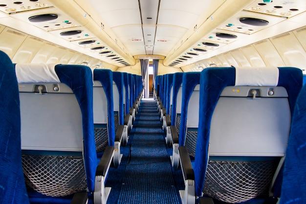 Intérieur de l'avion ancien. cabine vide d'un avion.