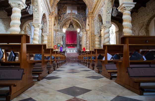 Intérieur de la basilique san leone, assoro
