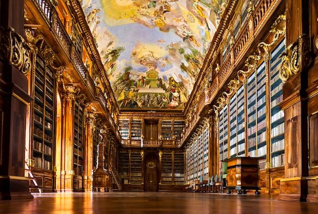 Intérieur de la bibliothèque du monastère de strahov