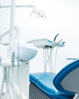 Intérieur d'un cabinet dentaire nouveau et moderne