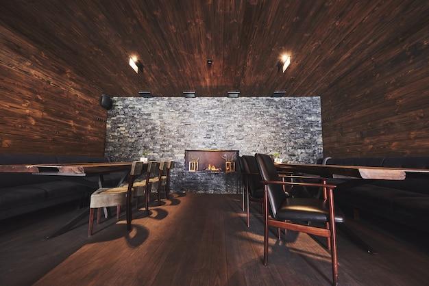 Intérieur de café moderne et simple avec des meubles classiques en bois