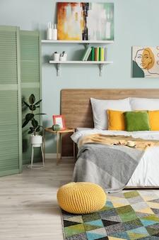 Intérieur de la chambre à coucher moderne et élégante