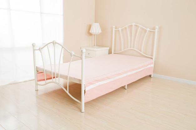 Intérieur de chambre romantique élégant dans des couleurs pastel
