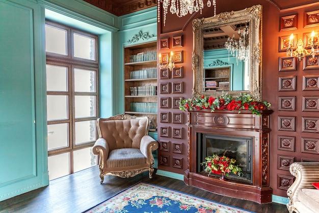 Intérieur classique de luxe de la bibliothèque à domicile.