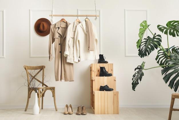 Intérieur créatif de la garde-robe moderne