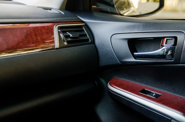 Intérieur en cuir d'une voiture de classe affaires