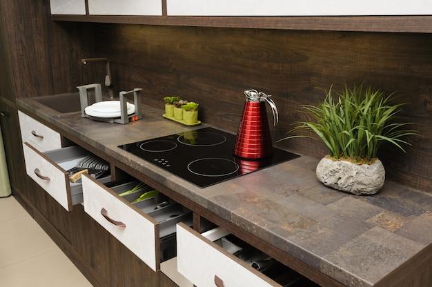 Intérieur de cuisine beige moderne de luxe