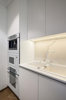 Intérieur de cuisine de luxe avec un design minimaliste