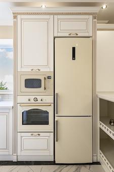 Intérieur de cuisine de luxe de style néoclassique avec îlot