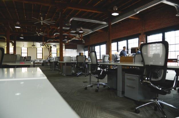 A l'intérieur du bureau