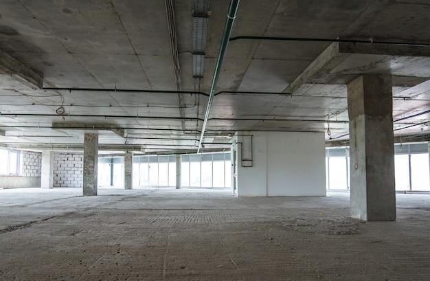 Intérieur du centre d'affaires en construction