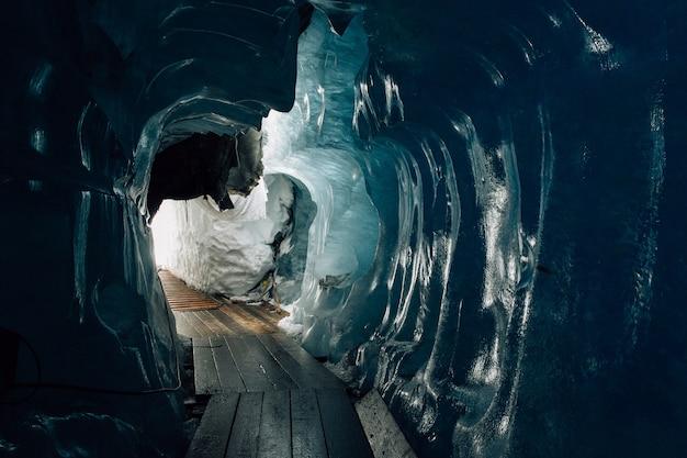 À l'intérieur du glacier