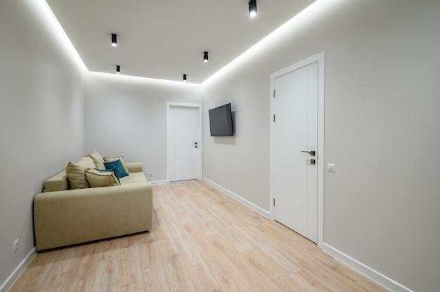 Intérieur du hall d'entrée chic à la mode de l'appartement