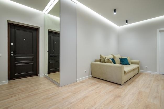 Intérieur Du Hall D'entrée Chic à La Mode De L'appartement Photo Premium
