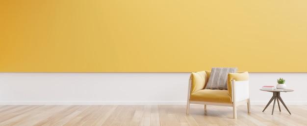 Intérieur du salon avec fauteuil en tissu jaune, livre et plantes sur un mur jaune vide.