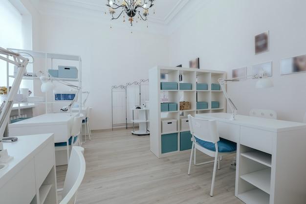 Intérieur du salon de manucure moderne vide