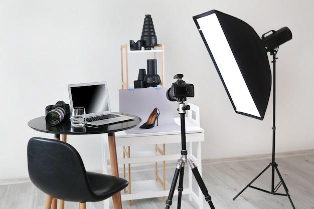 Intérieur du studio photo avec équipement moderne