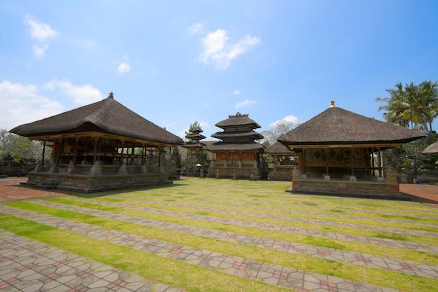 À l'intérieur du temple hindou