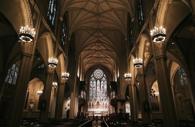 Intérieur d'une église catholique
