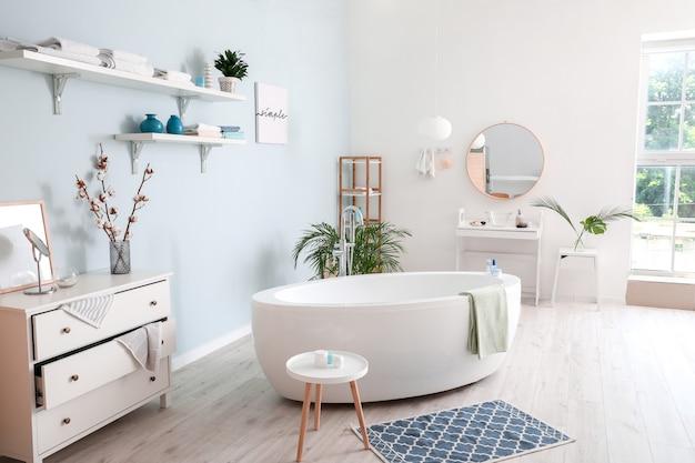 Intérieur élégant de salle de bains moderne