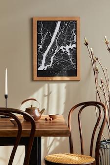 Intérieur élégant de la salle à manger avec maquette d'affiche, table en bois de noyer, chaises design, tasse de café, décoration, vaisselle et accessoires personnels élégants dans la décoration intérieure. modèle.